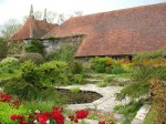 http://www.alicesgardentravelbuzz.com/2010/05/30/great-dixter-christopher-lloyd/